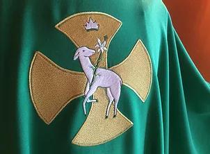 vêtement liturgique cadeau prêtre
